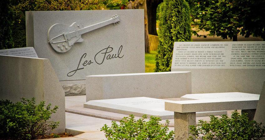 Less Paul Grave Site Design